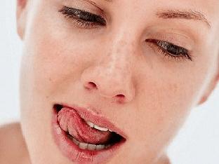 Отчего бывает сухость во рту у женщин?