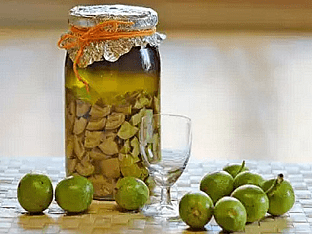 Как приготовить настойку из зеленых грецких орехов, простой рецепт?