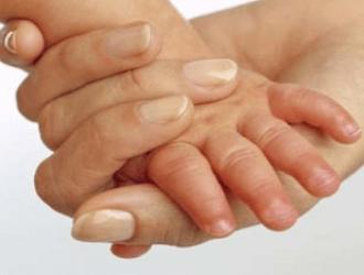 Облазит кожа на пальцах рук у ребенка, причины