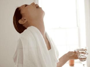 Чем и как правильно полоскать горло при ангине