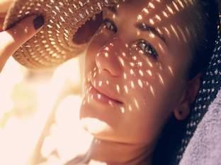 Солнечные ожоги: смазывать, охлаждать или бежать к врачу